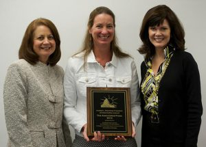 AP's Martha Mendoza (center) with Brechner Center Executive Director Sandra F. Chance and Dean Diane McFarlin.